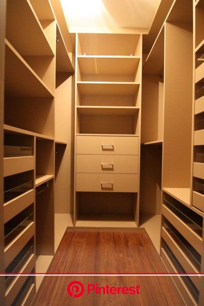 Installation de dressing sur mesure à Annecy | Dressing pour petit espace, Amenagement dressing, Dressing fait maison