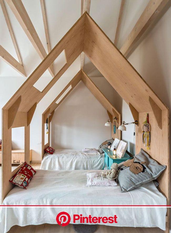 Ein Kinderzimmer aus Holz geschnitzt | Kinder zimmer, Kinderzimmer einrichten, Babyzimmer design