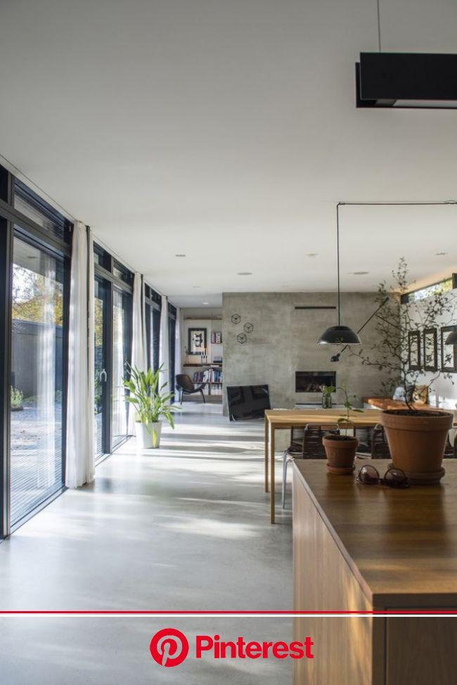 Une maison en bois noir en pleine nature | Maison bois, Interieur maison, Décoration maison